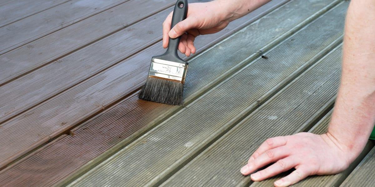 la-manutenzione-dei-pavimenti-in-legno-da-esterno-e-interno