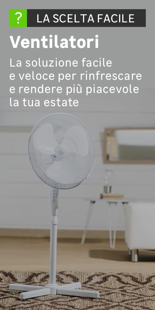 Dettaglio di un ventilatore bianco in un salotto