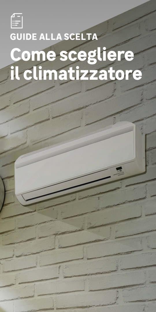 Dettaglio di un climatizzatore da muro bianco