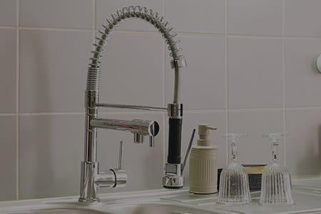 Quale rubinetto cucina scegliere: la guida di Leroy Merlin