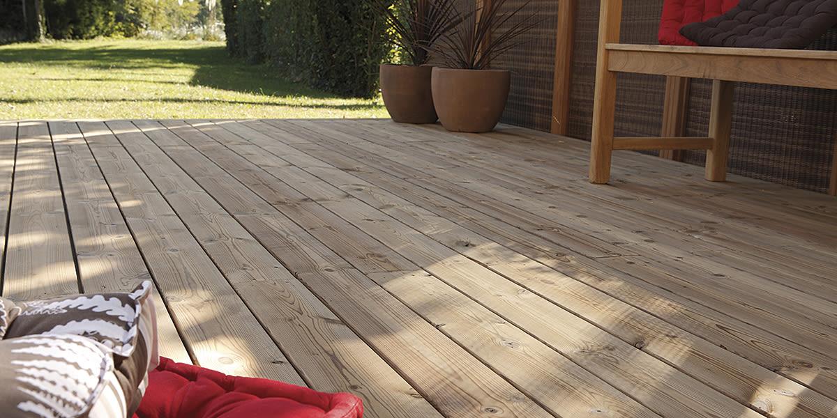 Pedane in legno per esterni awesome divano con pallet for Doccia solare da giardino leroy merlin
