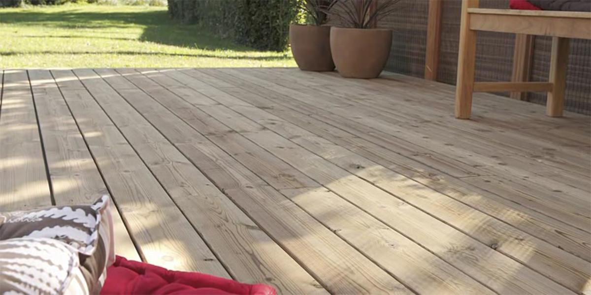 posare un pavimento da esterno in legno composito