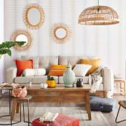 Cuscini nei toni del giallo, arancione e rosso