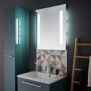 Specchio con luce LED integrata