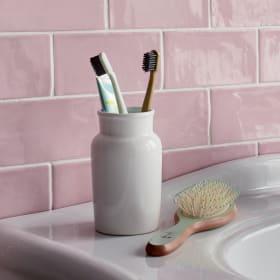 Bicchiere porta spazzolini per valorizzare la zona lavabo