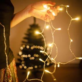 Come decorare l'albero con luci