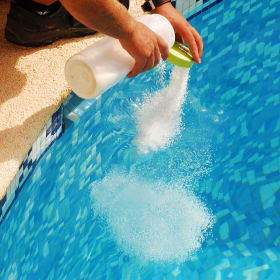 Trattamento chimico delle piscine