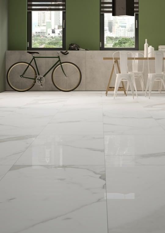 Living - Gres effetto marmo per un soggiorno classico contemporaneo