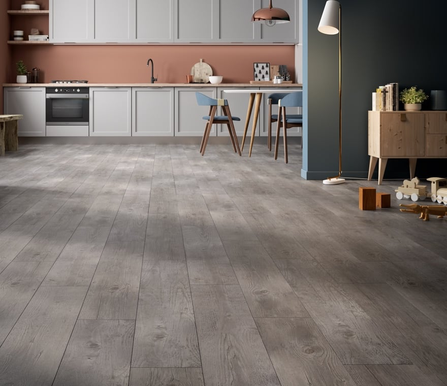 Living - Soggiorno e cucina con pavimento in gres effetto legno