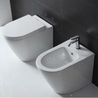 Coppia sanitari pavimento distanziato compacta SENSEA