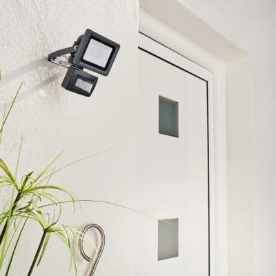 Proiettore LED integrato con sensore di movimento Yonkers in alluminio, antracite, 10W 850LM IP65 INSPIRE